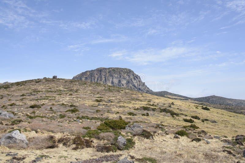 Download Krajobraz Witse-Oreum I Plateau W Hallasan Górze Obraz Stock - Obraz złożonej z piękny, krzak: 53787237