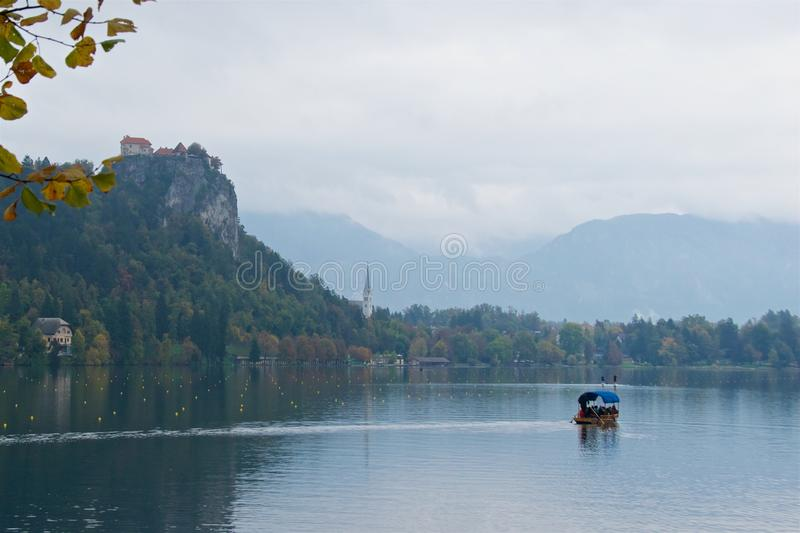 Krajobraz wokoło Krwawiącego jeziora w jesieni w Slovenia fotografia stock