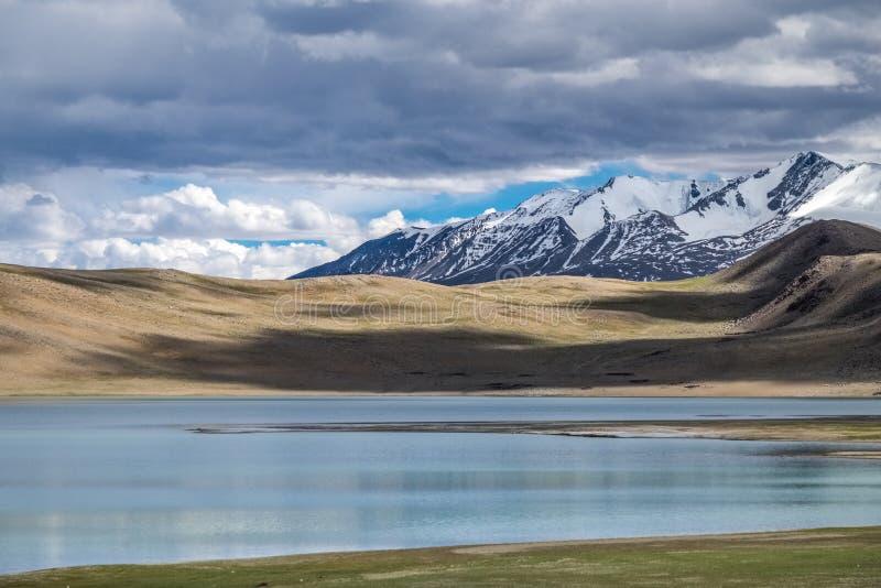 Krajobraz wokoło Kyagar Tso blisko Tso Moriri w Ladakh, India obraz stock