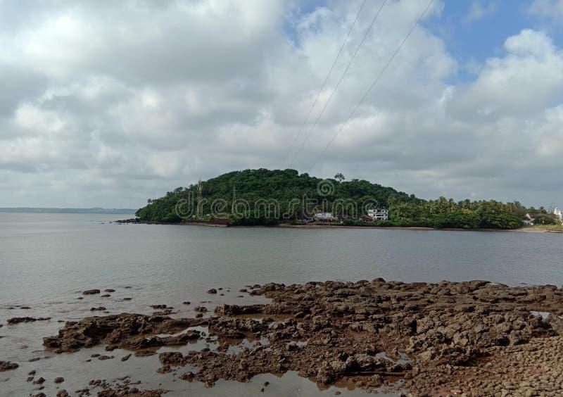 Krajobraz wyspa w morzu obraz stock