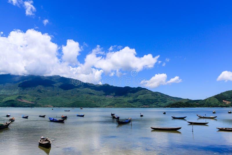 Krajobraz z łodzią zdjęcie royalty free
