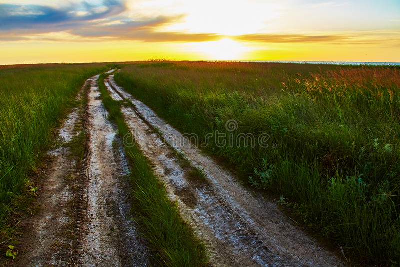 Krajobraz z bekowisko drogą w stepie obrazy stock