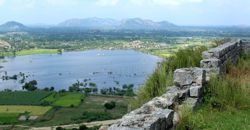 Krajobraz z fortu jeziorem i ścianą obraz royalty free
