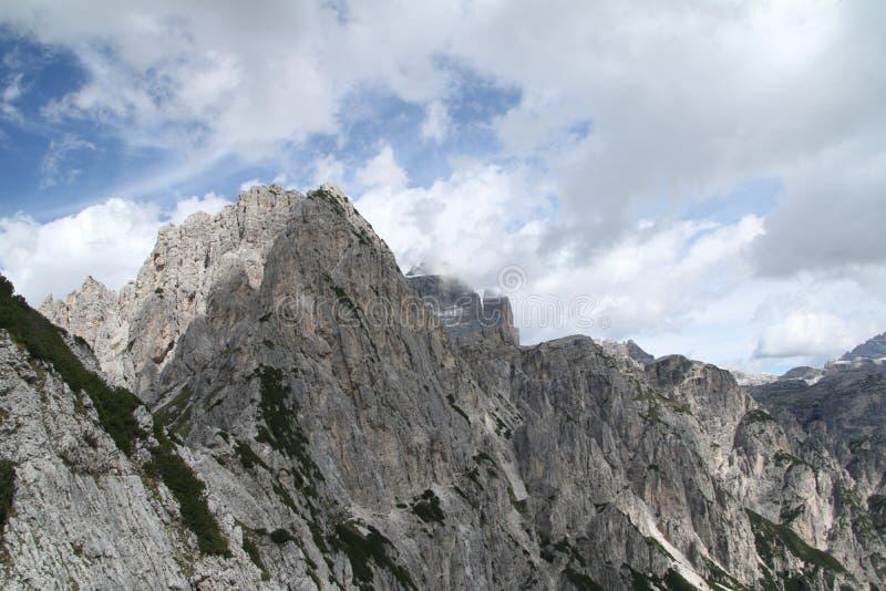 Krajobraz z górą, Włochy zdjęcia royalty free