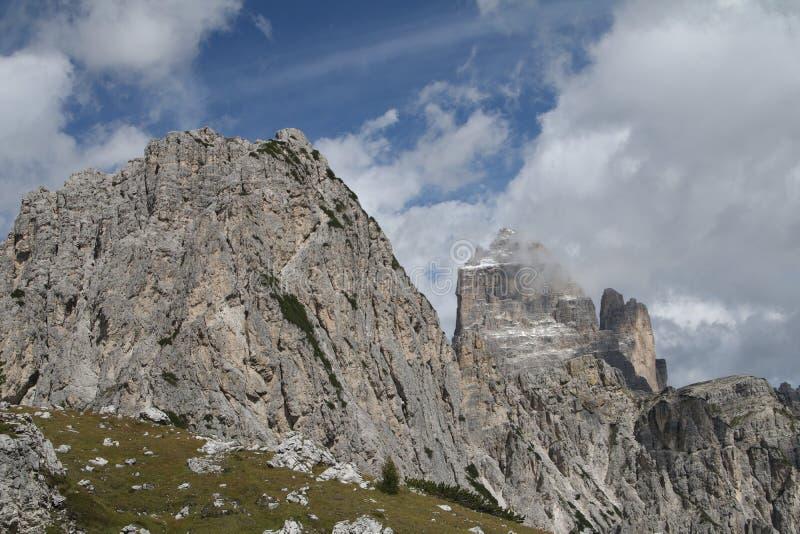 Krajobraz z górą, Włochy fotografia stock