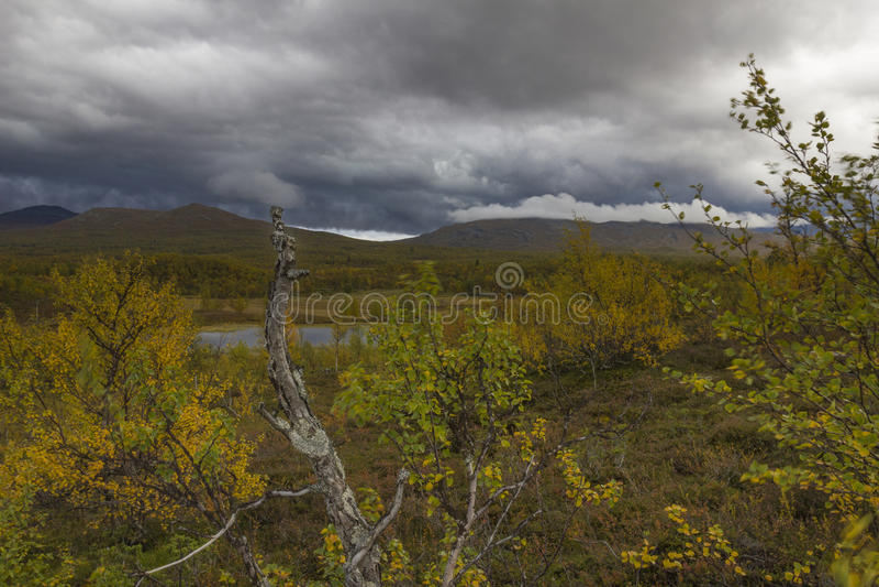 Krajobraz z gęstymi chmurami zdjęcia royalty free