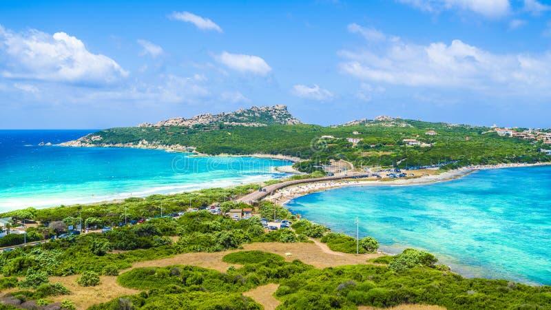 Krajobraz z Rena Di Levante i Rena Di Ponente plażą, Capo Testa, Sardinia, Włochy fotografia royalty free
