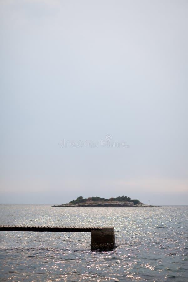 Download Krajobraz z wyspą zdjęcie stock. Obraz złożonej z czochry - 28956706