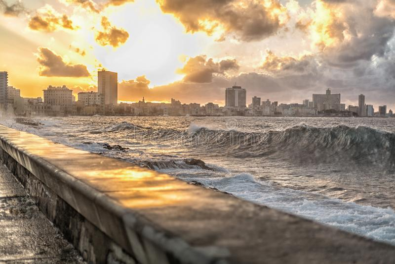 Krajobraz zachodu słońca Malecón La Habana na Kubie obrazy royalty free