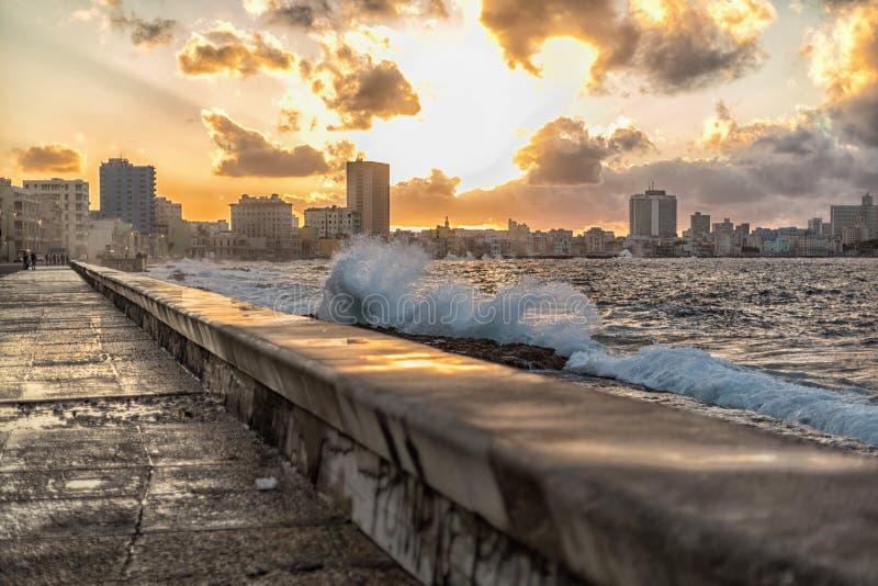 Krajobraz zachodu słońca Malecón La Habana na Kubie zdjęcia royalty free