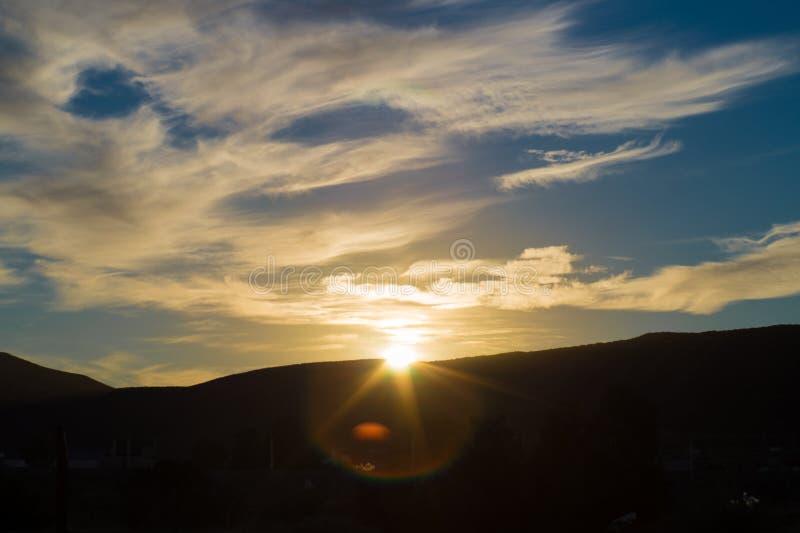 krajobrazowa fotografia Patagonian zmierzch z niekt?re pi?knymi chmurami obrazy royalty free