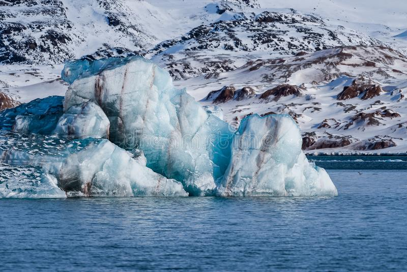 Krajobrazowa lodowa natura lodowiec góry Spitsbergen Longyearbyen Svalbard arktycznego oceanu zimy dnia zmierzchu biegunowy niebo fotografia royalty free
