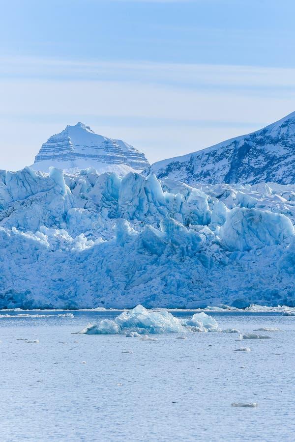 Krajobrazowa lodowa natura lodowiec góry Spitsbergen Longyearbyen Svalbard arktycznego oceanu zimy dnia zmierzchu biegunowy niebo zdjęcie stock