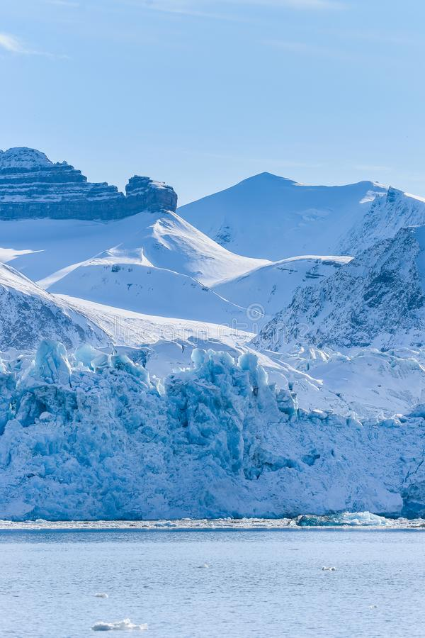 Krajobrazowa lodowa natura lodowiec góry Spitsbergen Longyearbyen Svalbard arktycznego oceanu zimy dnia zmierzchu biegunowy niebo obrazy stock