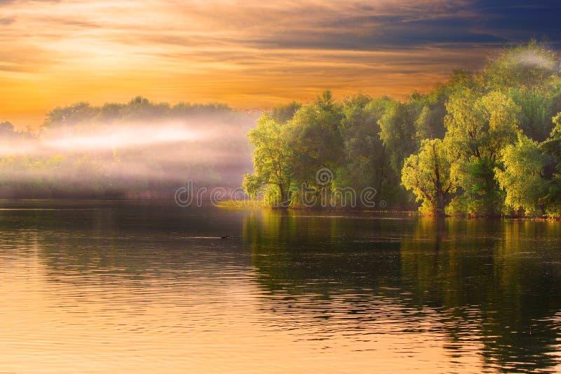 krajobrazowa mgiełki rzeka obrazy stock