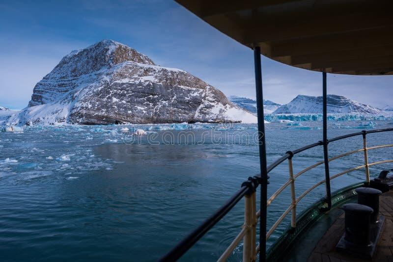 Krajobrazowa natura góry Spitsbergen Longyearbyen Svalbard arktycznego oceanu zimy dnia biegunowy zmierzch fotografia royalty free