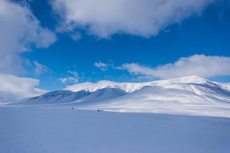 Krajobrazowa natura lodowiec góra Spitsbergen Longyearbyen Svalbard arktycznej zimy światła słonecznego biegunowy dzień obrazy royalty free