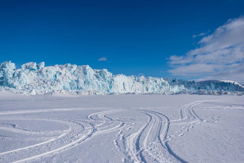 Krajobrazowa natura lodowiec góra Spitsbergen Longyearbyen Svalbard arktycznej zimy światła słonecznego biegunowy dzień zdjęcie stock