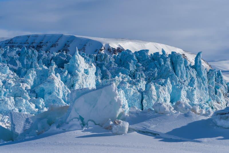 Krajobrazowa natura lodowiec góra Spitsbergen Longyearbyen Svalbard arktycznej zimy światła słonecznego biegunowy dzień zdjęcie royalty free