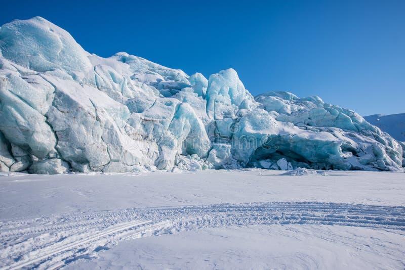 Krajobrazowa natura lodowiec góra Spitsbergen Longyearbyen Svalbard arktycznej zimy światła słonecznego biegunowy dzień fotografia royalty free
