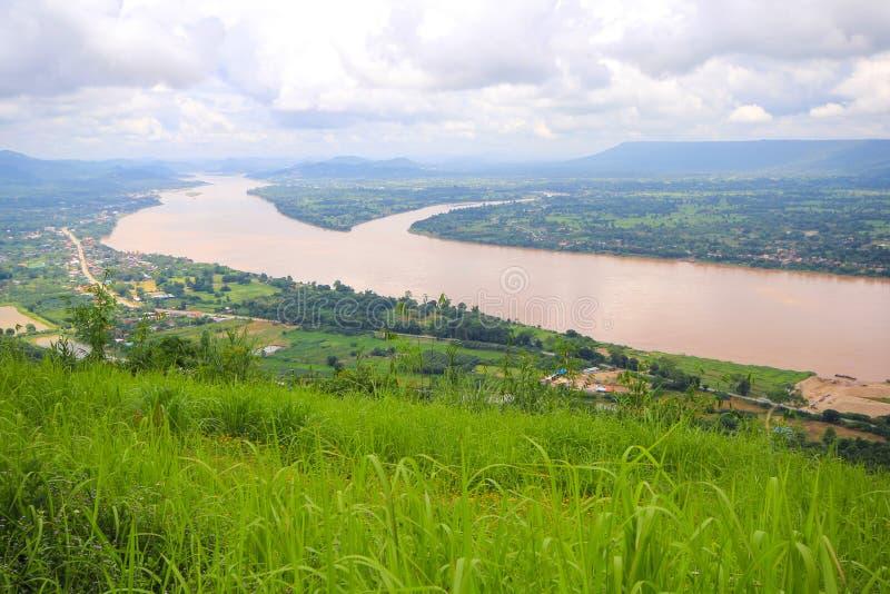 Krajobrazowa widoku Mekong rzeka przy Watem Pha Tak Suea w Nongkhai, Tajlandia fotografia royalty free