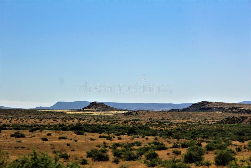 Krajobrazowe sceneria mesy Sedona, Maricopa okręg administracyjny, Arizona, Stany Zjednoczone zdjęcia royalty free