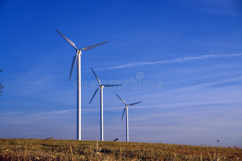 krajobrazowego rzędu trzech turbiny wiejski wiatr obrazy stock