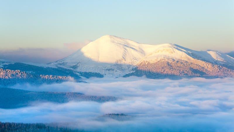 krajobrazowy halny śnieżny wschód słońca fotografia royalty free