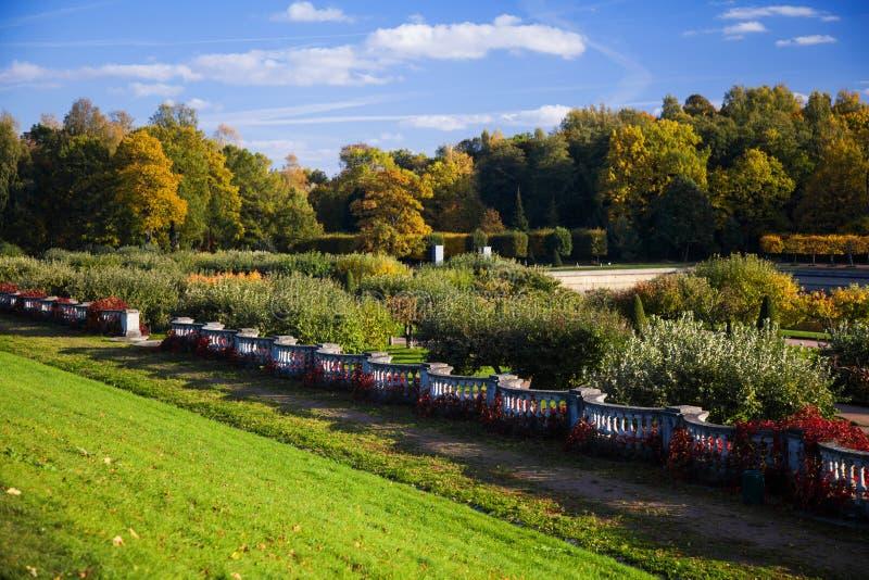 Krajobrazowy projekt w Peterhof zdjęcia royalty free