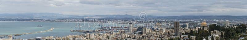 krajobrazowy przegląd w centrum Haifa i Haifa ukrywamy i trzymać na dystans obrazy royalty free