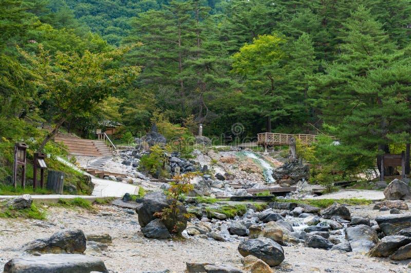 Krajobrazowy widok jawny park z kopalnymi gorącymi wiosnami obraz royalty free