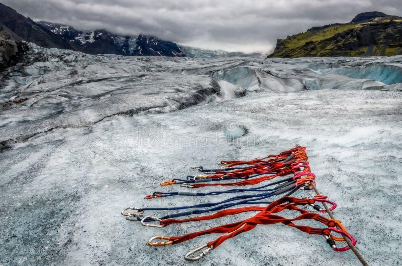Krajobrazowy widok Vatnajokull lodowiec z szczegółem wspinaczkowe arkany, Iceland obraz stock
