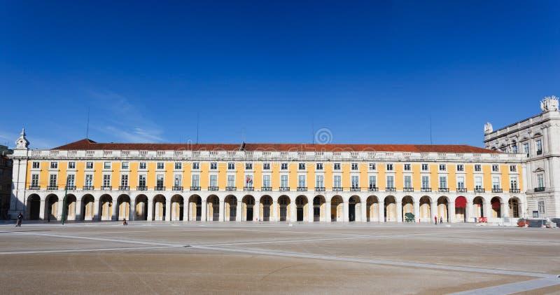 Krajobrazowy widok wspaniały budynek w ogromnym Pracie Del Comercio Obciosujący w Lisbon zdjęcie royalty free