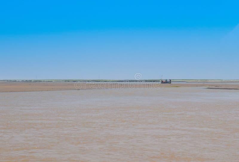 Krajobrazowy wizerunek dziejowy rzeczny Indus w zimie fotografia royalty free