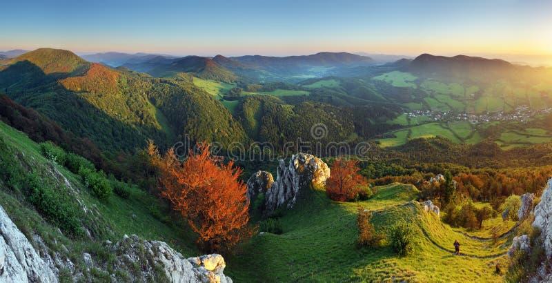 krajobrazowych gór skalisty zmierzch obraz stock