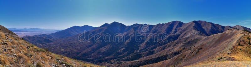 Krajobrazy Góry Skalistej z Przodu Wasatch z odległości Oquirrh patrzące na jezioro Utah podczas jesieni Widoki panoramy w pobliż obraz royalty free