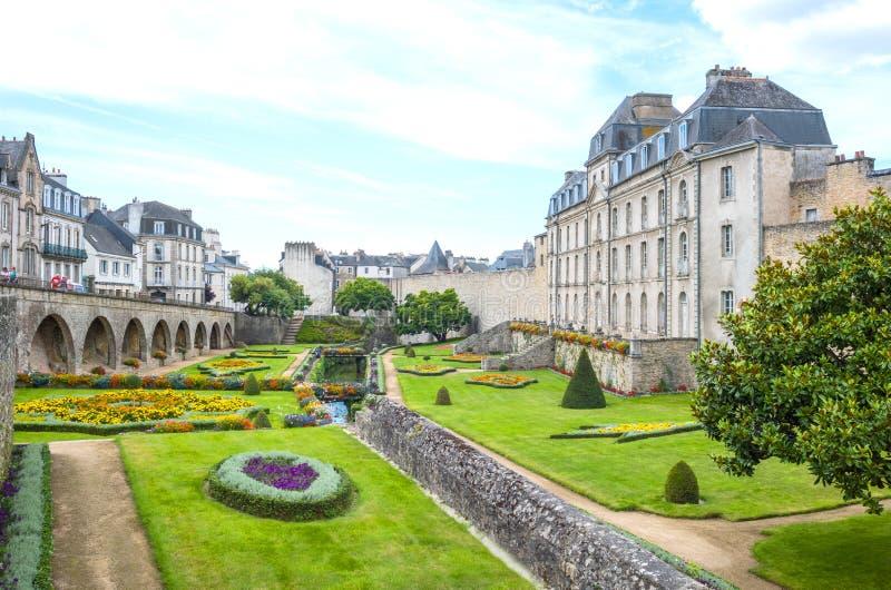 Download Krajobrazy I Architektury Brittany Zdjęcie Editorial - Obraz złożonej z ogród, fasada: 106904011