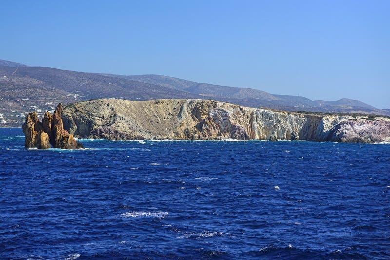 krajobrazy morze i falezy blisko wyspy Paros zdjęcia royalty free