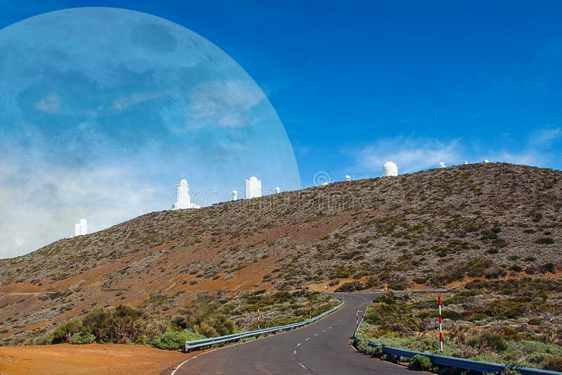 Krajobrazy Tenerife Astronomiczny Obserwatorski teleskop z planetą zdjęcie royalty free
