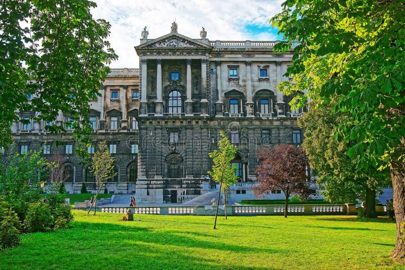 Krajowa biblioteka Hofburg pałac w Wiedeń i ludziach fotografia stock