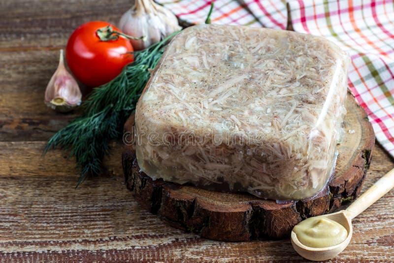 Krajowa kuchnia Rosyjski tradycyjny naczynie - Holodets Domowej roboty galaretowaciejący mięso zdjęcie royalty free