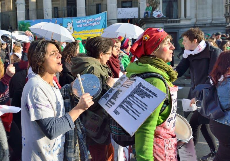 Krajowa manifestacja przeciw surowość miarom przedstawiać Belgijskim rzędem obraz stock