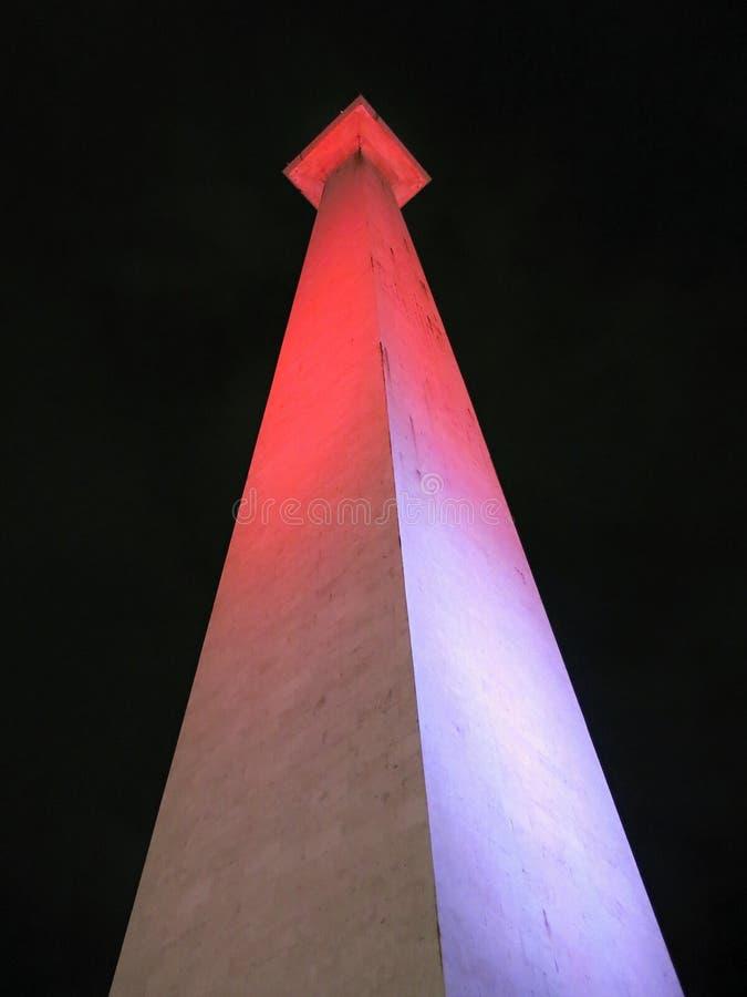 Krajowego zabytku indonezyjczyk: Monumen Nasional, skracający Monas jest 132 m 433 ft wierza w centre Merdeka kwadrat, obraz stock