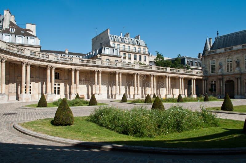 Krajowi archiwa uprawiają ogródek w Marais okręgu w Paryż, fotografia royalty free