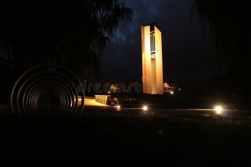 Krajowy karylion przy nocą w Canberra obrazy stock