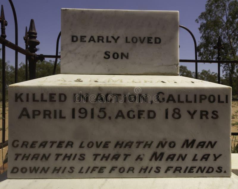 Kraju grób upamiętnia 18 roczniaka żołnierza zabijać przy Gallipoli obraz stock