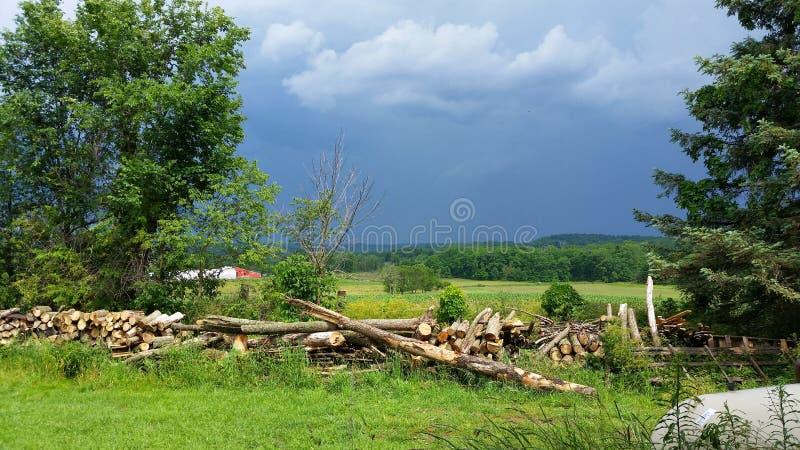 Kraju krajobrazowy burzowy niebo zdjęcia stock
