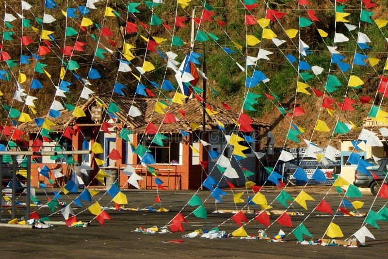 Kraju przyjęcie z kolorowymi flagami obraz stock