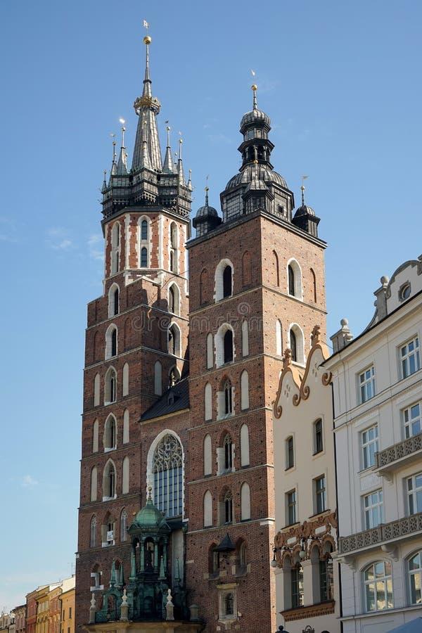 KRAKÓW, POLAND/EUROPE - 19 DE SEPTIEMBRE: Basílica del St Marys en Krak imagen de archivo libre de regalías