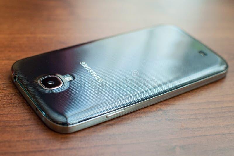 Kraków/Polonia - 07 17 2017: Cierre de Samsung del teléfono móvil para arriba, smartphone fotografía de archivo